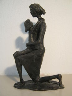Corry Ammerlaan van Niekerk - signed sculpture of mother with child