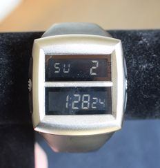 IK Collection - Oversized Digital Watch - 80 er jaren