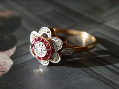 Sublime Art Deco antique ring with two 18 kt golds and rubies and diamonds.