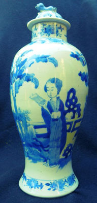 Vase with lid - blue and white porcelain - China - end of the 19th century