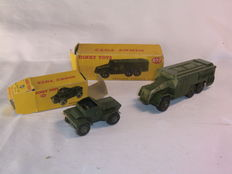 Dinky Toys - Schaal 1/48 - Daimler Scout Car No.673 en AEC Armoured Command Vehicle No.677