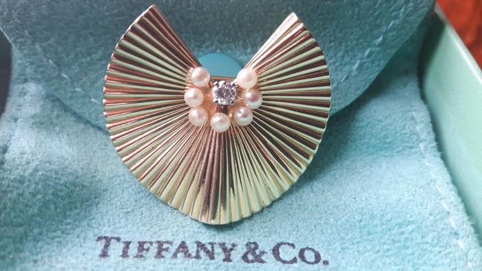 Tiffany & Co. - Vintage 1950s - 14 kt brooch with 7 pearls and 1 diamond, 3 cm