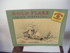 Kartonnen reclame bord 'GOLD FLAKE/VIRGINIA CIGARETTES'