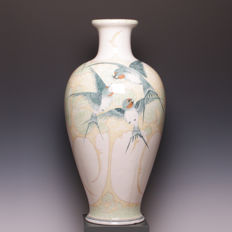 Zuid-Holland, Gouda - A very large polychrome earthenware vase with ornamental Art Nouveau decoration of swallows - Height: 57 cm