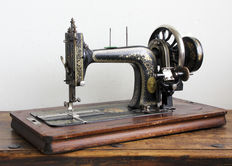 The Sewing Machine-Art Nouveau-working sewing machine with gorgeous floral ornaments
