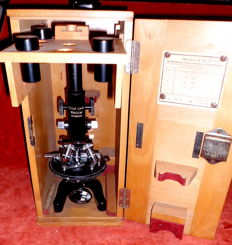 Laboratory microscope, research microscope, microscope from the worldwide brand 'Ernst Leitz-Wetzlar' with accessories in a lockable walnut wood carrying case