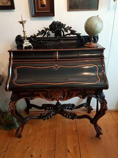 A William III carved walnut and ebonised women's bureau - in the style of Horrix 's Gravenhage - Netherlands - circa 1870/80