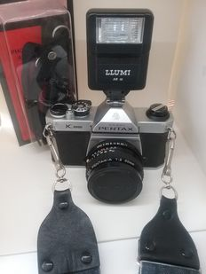 PENTAX ASAHI SLR camera from 1988, 50 mm lens, flash, and 2 straps.
