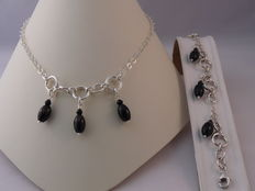 Ladies 925 Silver necklace and bracelet with Onyx Weight: 27.26 g.  Length necklace: 39.5 cm. Length bracelet: 19 cm.