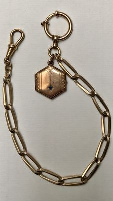 Antique gold coloured watch chain / chatelaine with medallion, circa 1900 – 27 cm.