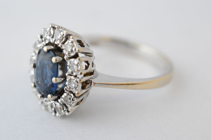 18 karat white gold entourage ring with sapphire and diamonds Ring size 51