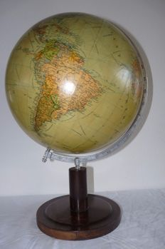 JRO - old retro globe with map image from approx. 1948