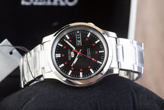 Seiko 5 Day Date men's wristwatch – new condition