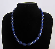 Necklace of faceted sapphires - 285 ct.
