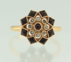 14 kt rose gold ring set with stone pearls and garnet