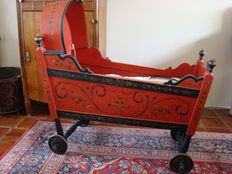 Hindeloopen crib on wheels - Netherlands - early 20th century