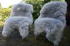 Lot with 2 high-quality and very soft, grey/blue lambskins/sheepskins
