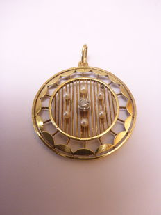 14 kt gold pendant with a diamond and pearls, 29 mm in diameter (without the bail)