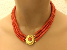Precious coral necklace with an antique gold clasp – 39-43 cm