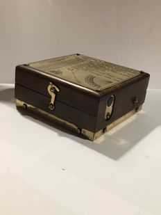 Marinebox replica K T. Cooke & Sons, London