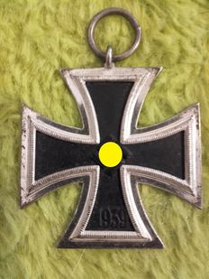 Iron Cross 2nd Class in Silver  Third Reich WW2 with original ring stamped with 100