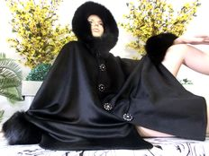 Luxurious cashmere cape poncho with fox fur