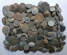 Lot of 200 buttons of all ages (variety of sizes)