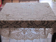 Filet lace tablecloth with Modano linen lace, in ecru colour, Italy, 20th century