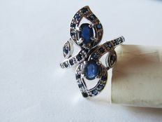 925 silver ring with blue sapphires totalling 2.14 ct. Diameter: 19 mm