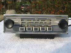 PHILIPS N4W21T/82 classic car radio - circa 1960