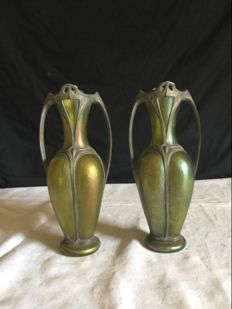 Pair of Art Nouveau vases - Made of iridescent glass and pewter