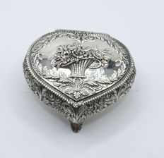 Designer sterling silver box, international hallmarked 925