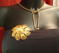 Vintage set  gold tone ,made by Monet 1970, necklace and bracelet and gold tone brooch - Monet - signed
