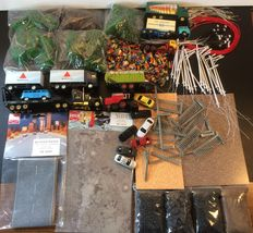 Busch/Kibri/Grell/etc - H0 - Scenery lot with 65 Trees, Busch streets, gates, 7 autos, 5 trucks, 300 figures, 40 (street) lampposts, 30 lights, etc, etc.