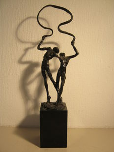 Ger van Tankeren - signed sculpture on marble base - 26 cm high