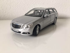 Minichamps - Scale  1/18 - Mercedes-Benz E-Klasse T-model - Iridium Silver Metallic