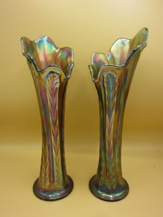 Fenton - A few vases 'Carnival glass'