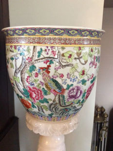 A Large Chinese 20th Famille rose jardinière and stand - China - second half 20th century