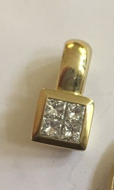 Gold pendant with 4 princess cut diamonds