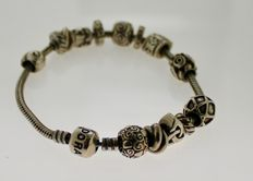 925 silver Pandora bracelet with various different charms – Length: