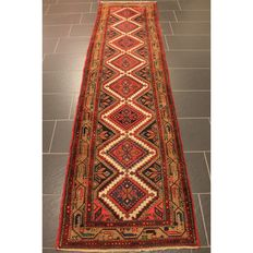 Old hand-knotted Persian carpet, genuine Malayer runner, great wool on cotton, plant colours, 300 x 80 cm, made in Iran around 1960, great condition