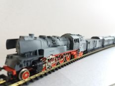 Piko N - Steam locomotive BR86 with 5 wagons of the DRG, in Military livery