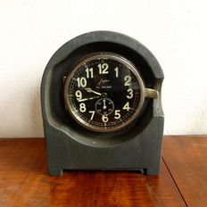 Radio station clock - Luftwaffe - Junghans - Period 1937 (WW2) still with metal housing, later, around 1940/41 it became bakelite.
