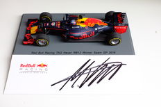 Spark  - Schaal 1/43 - Red Bull RB 12 - 'Max Verstappen' 1st victory Spain 2016 - with  Max Verstappen's autograph