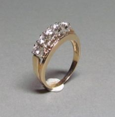 14 kt gold ring with 5 diamonds, approx. 0.35 ct - size 53.5