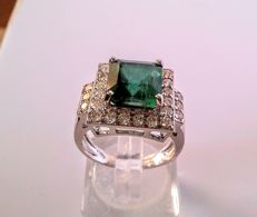 !8kt Gold 4.88ct  Emerald and Diamond 1ct ring. -Ring size is 17mm-6.5g