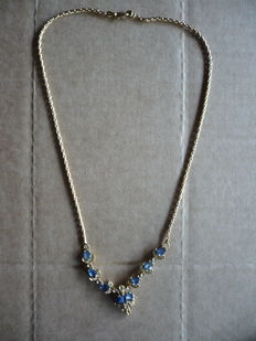 18 kt (750/1000) gold necklace with sapphires and point-of-light diamonds