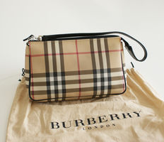 Burberry – clutch with dust bag
