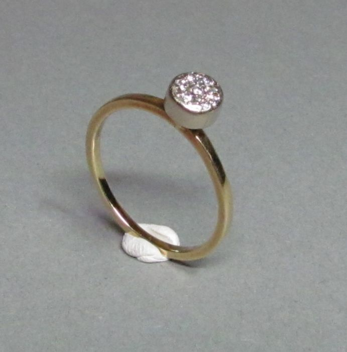 14 kt yellow gold ring with 7 brilliants – size 57 (EU) – no reserve price