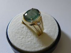 Ring in 14 kt yellow gold with emeralds and 0.20 ct diamonds – Size: 16 ***No reserve price***
